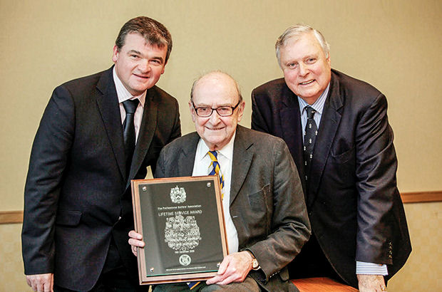Tributes paid to leading golf writer Jacobs